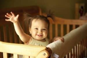 Почему малышу лучше спать отдельно