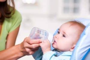 Можно ли давать воду грудному ребенку