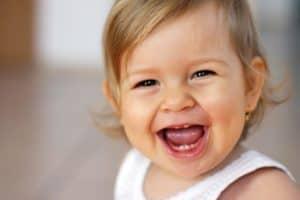 Появление первых молочных зубов у детей