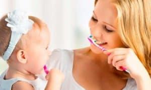 С какого возраста нужно чистить зубки малышу?