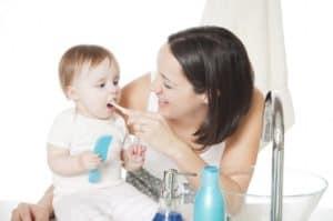 Важная процедура — как правильно чистить зубы ребенку
