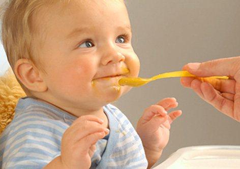 Режим дня ребенка в 6 месяцев: питание и развитие