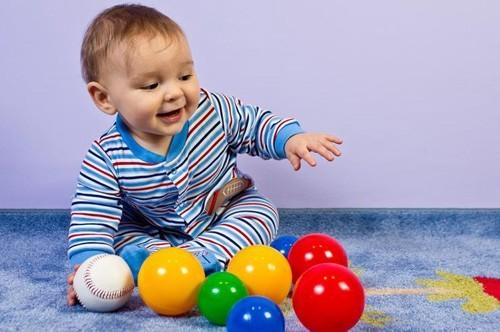 Развитие ребенка в 7,5 месяцев