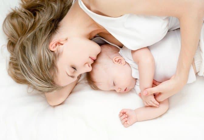 Ребенок просыпается ночью — норма или нет?