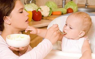 Как вводить первый прикорм ребенку