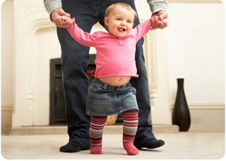 Физическое и психологическое развитие ребенка в 8 месяцев