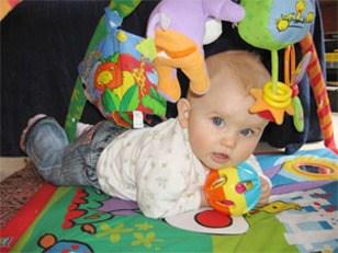 Что умеет делать ребенок в 8 месяцев