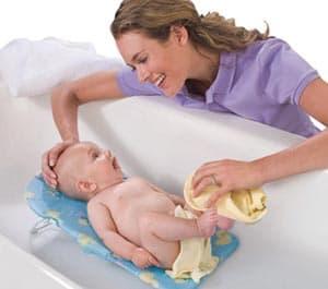 Купание новорожденного ребенка в первый месяц жизни