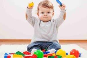 Как играют дети в 1 год и 2 месяца