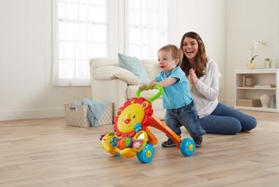Ребенок в 1 год и два месяца начинает ходить