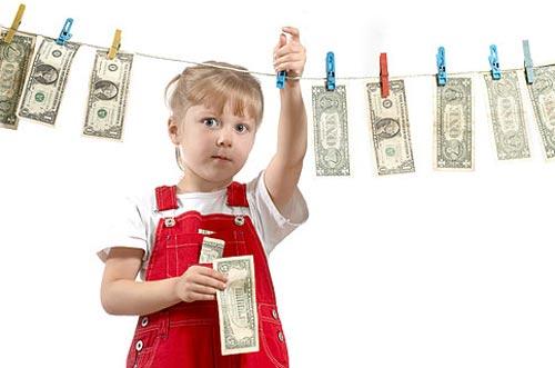 Как научить ребенка тратить деньги