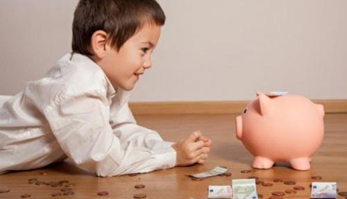 Когда начинать давать ребенку карманные деньги